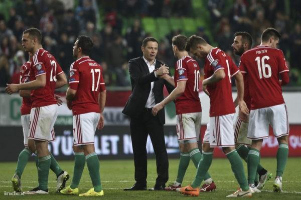 Dárdai Pál gratulál fiainak a finnek elleni 1-0-ás győzelem után