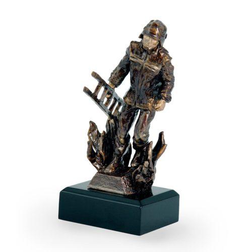 Műgyanta figura - Tűzoltó - FG111